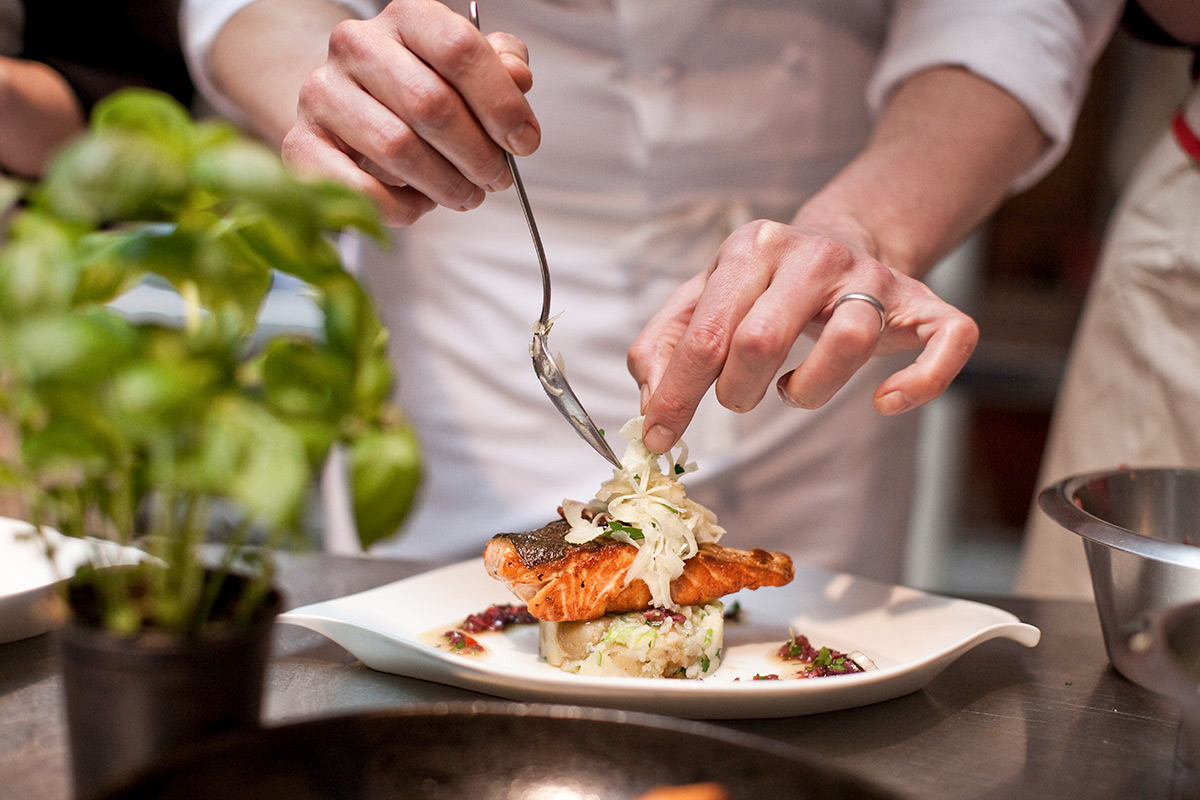 90 minute Cooking Class with Wine at L'atelier des Chefs